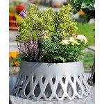 Grabschalen und Vasen